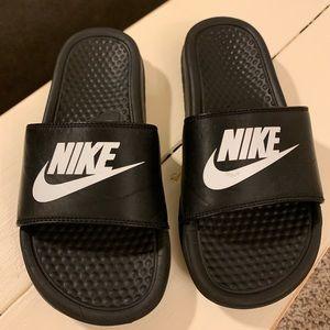 Nike slides black size 5y